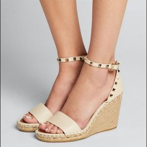 Valentino ROCKSTUD DOUBLE GRAINY CALFSKIN WEDGE